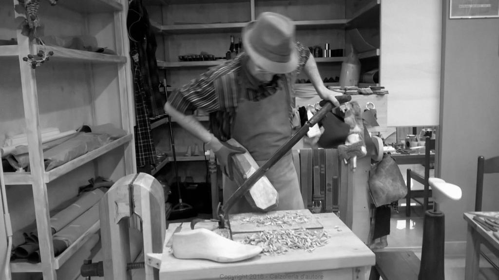 calzolaio artigiano